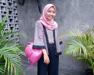 """kayaknya foto disitu lucu deh, foto yuk!"" ""cekrek"" - behind the scene foto diantara dedaunan ini😅.📸 @kustiawulan...#clozetteid #ggrep #kartikaryaniootd #femaledaily  #bloggerperempuan #indonesianfemalebloggers #kbbvmember #casual #casualstyle #beautynesiamember #hotd #fashionblogger #ootd #hotd #whatiweartoday #instastyle #블로거#얼짱 #패션스타그램#패션블로거#스트리트패션#스트릿패션#스트릿룩#스트릿스타일#스타일#일상#데일리룩#셀스타그램#셀카#ブロガー #ファッションブロガー"