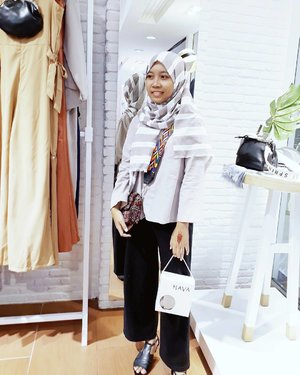 What I wore for #SAPTOFORHAVA in @havaid Mall Metropolitan Bekasi with @hijaberscommunitybks , full review about SAPTO for HAVA capsule collection you can read on my blog and you can simply click link on my profile😉👗❤ . . . #clozetteid #ggrep #wonderlandbykartika #blogger #ulzzang #fashionblogger #ootd #whatiweartoday #instastyle #블로거 #얼짱#패션스타그램 #패션블로거 #스트리트패션 #스트릿패션 #스트릿룩 #스트릿스타일 #패션 #스타일#일상 #데일리룩 #셀스타그램 #셀카 #ブロガー #ファッションブロガー#indonesianhijabbloger #bloggerperempuan #kumpulanemakblogger #hijaberscommunity