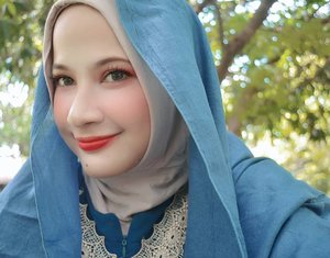 Ketimbang pusing mikirin caption, mending dibawa senyum aja deh 🤣 Oh hi! Internet! Lipstick by @maybelline...#selfie #beauty #beautyguru #love #clozetteid #hijab #hohoho #smile