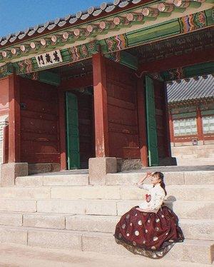 행복하자 :).........#clozetteid. #seoultrip #일상 #korea #seoul #thattravelblog #bloggerlife #bloggerslife #travellifestyle #seekmoments #momentsofmine  #photographyislifee #getoutstayout #optoutside #rei1440project #travelgirl #solotravel #ipulledoverforthis #wanderlust #adventureseeker #doyoutravel #travelmore #goexplore #wonderfulplaces #openmyworld #lovetotravel #adventurethatislife #roamtheplanet