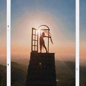 Senja di pintoe langit dahromo ☀️ . . . #clozetteid #yogyakarta #jogja #sunset #pesonaindonesia #pesonajogja #travelgram #traveling #backpackkid #pintoelangitdahromo