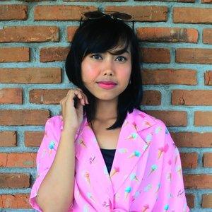 Di foto ini pertama kalinya coba apply lip cream di pipi, pas liat realnya si ga berasa gimana2. Eh ternyata pas di foto cakep uga. Biasanya aku klo pake blush ga pernah keliatan di foto, lah ini keliatan bgt jadinya. Suka! 🤗💕 . . . #Bandung #MorningGloryCafe #ClozetteID #beautydays #lfl #beauty #todaysoutfit #selfie #selfienation #selfies #hair #portrait #pretty #instagood #instaselfie #selfietime #face #life #igers #fun #followme #instalove #smile #igdaily #eyes