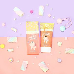 Elizavecca Milky Piggy Sun Cream How do you think about this packaging? 😍💖 #clozetteid #miharujulieblog #miharujuliereview #miharujuliephotography #makeupflatlay #pastel #elizavecca