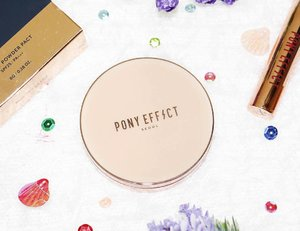 PONY EFFECT SKIN FIT POWDER PACT @hermoidA smooth and skin-friendly powder pact containing moisturizing factor that keeps your skin balanced and hydrated. Specially formulated to control sebum, cover blemishes and correct skin tone to achieve a porcelain doll perfect bright &clear skin.#ponyeffect #hermoid #koreancosmetics #clozetteid