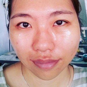 Hai! Hari minggu ini diisi dengan merawat wajah. Kali ini aku pake masker royal jelly. Rasanya cikit-cikit dingin dikulit ^^ #sundaymorning #royaljellymask #alleriamakeupartist #bareface #clozetteid #clozettemobileapp