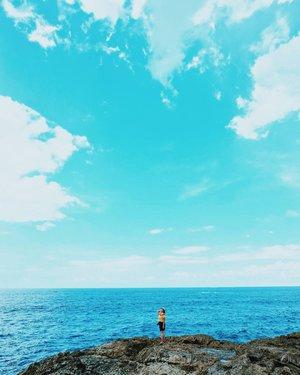 I miss this view 🌊 . . . . . . . . . . . . #bali #thebaliguru  #thebalibible #travelblogger #digitalnomad #like4like #likeforlike #likeforfollow #likeforfollows #travel #beach #indonesia #beautiful #beautifuldestination #wonderfulindonesia #pesonaindonesia #nomadgirls #glt #girlslovetravel #clozetteid