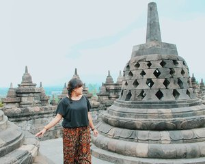 Looking for adventures 🌍 and travel partners 👬👭. . . . . . . . . . . . #borobudur #borobudurtemple #travelblogger #digitalnomad #like4like #likeforlike #likeforfollow #likeforfollows #travel #yogyakarta #jogjakarta #indonesia #beautiful #beautifuldestination #wonderfulindonesia #pesonaindonesia #nomadgirls #glt #girlslovetravel #clozetteid  #vscocam  #vsco #nomad #digitalnomad #girls #traveller #travelblogger #travelgram #girlaroundworld #nomadgirls #girlsborntotravel