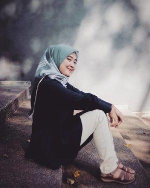 Lebih baik diasingkan dari pada menyerah pada kemunafikan! - Soe Hok Gie..Selamat hari Kartini wahai perempuan - perempuan milenial seluruh Indonesia!#ClozetteID
