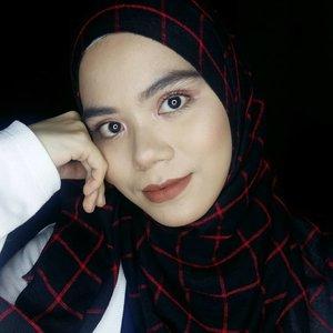 Hellowww💐Eyeshadow & lipstick:💐@socialcosmetics the dreamer & Innocent#socialcosmetics #motd #makeuplook #clozette #clozetteid #simplemakeup #dailymakeup