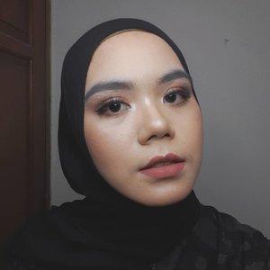 Jadi udah ada yang mulai masuk kerja lagi gaes? Tetap jaga kesehatan ya. Jangan lupa selalu pakai masker dan ikuti protokol kesehatan💜  #clozette #clozetteid #hijab #makeuplook #makeupinspiration #makeup #beauty