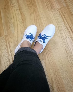 New kick on Day 1. #KedsID #TripleDecker #TripleWhite but with the signature blue ties. I can say I've been fall back in love with #sneakers lately. This one? I've been eyeing since forever. Let's see how long I can maintain the #brilliantwhite . . . . . #Shoes #Clozette #ClozetteID #Keds #LeadingLady #WhiteSneakers #WhiteandBlue #NewKicks #FashionBlogger #ShoeLove