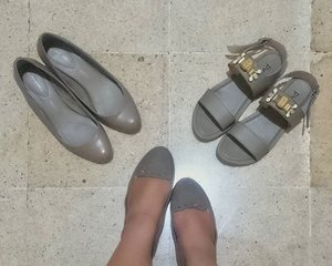 Day 3 of 366: Joining the #CapsuleWardrobe bandwagon. I like #grays as basic colour. But, I swear the similarity is lost on me. I swear.  #DinsFashionSession #Shoes #ClozetteID  #fashiongirlproblems #newyeargoals #newyearresolution #bloggers #Shoefie