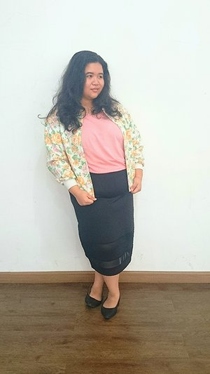 Flower bomber jacket circa the 70s #VintageLook, #IndosatSnap