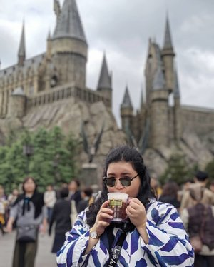 #Butterbeer, tidak mengandung butter maupun beer.Bukan salah bunda mengandung juga.#DinsDayOff at #UniversalStudioJapan #WizardingWorldofHarryPotter #Potterhead  #WheninJapan #HomeAwayfromHome #LibraSeasonTrip #TeamPixel #ClozetteID #CoolJapan #ipreview #aColorStory