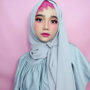 Swipe left untuk tutorial hijab ini ya girls ⬅️ . Ini hijab nya bentuk pashmina dan bahan crepe namanya. . . #simplycovered #hijabstyle_lookbook #hijabfab #hijabwear #chichijab #hijabdaily #makeupuntukhijab #hijabmakeup #muahijab @clozetteid #clozetteid #modestfashion #modestfashion #hijabtutorial #tutorialhijabpashmina