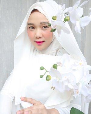 Udah lama mau upload foto ini tapi bingung mau caption apa, mikirin caption tuh setengah jam aja gak kelar hmmBut anyways, TGIF guys! #clozetteid #modestfashion #hijabstyle