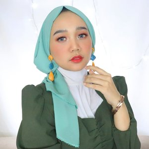 "Today is the opportunity to build the ""tomorrow"" you want! Monday, slay the goals girls 😘....#clozetteid #hijabstyle #modestfashion"