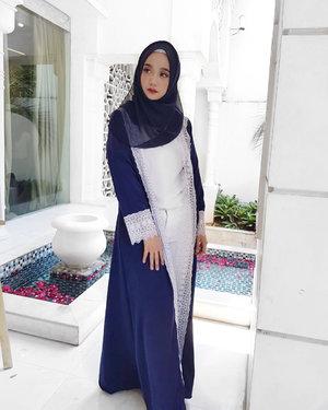 "Repeat daily : ""Today, I am thankful for everything"" 💙 . Wearing abaya from @kenari_id . #simplycovered #hijabstyle_lookbook #hijabfab #hijabwear #chichijab #hijabdaily #makeupuntukhijab #hijabmakeup #muahijab @clozetteid #clozetteid"