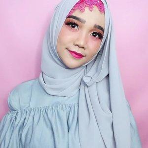 Girls, barusan aku upload blog post tentang 6 cara supaya parfum awet seharian, jadi bisa wangi sepanjanngg hariii deh 😉 visit www.helloolaayu.com yaa.. see y'all there 😘 . .  #simplycovered #hijabstyle_lookbook #hijabfab #hijabwear #chichijab #hijabdaily #makeupuntukhijab #hijabmakeup #muahijab @clozetteid #clozetteid #modestfashion #modestfashion #modest