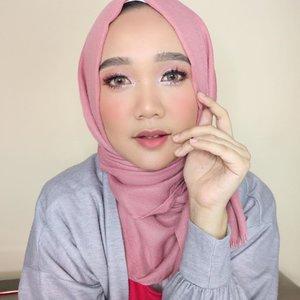 Tutorial makeup ini sudah ada di IGTV ya gengs! Swipe untuk detail eyelook nya ya 😘 #clozetteid #makeuptutorial #modestfashion