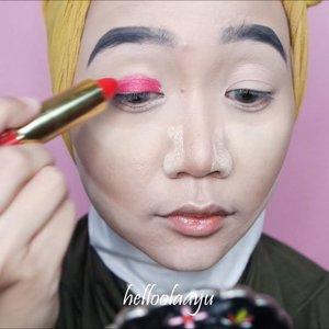 Eyeshadow pakai lipstick merahnya @maxfactor 💄 . . #simplycovered #hijabstyle_lookbook #hijabfab #hijabwear #chichijab #hijabdaily #makeupuntukhijab #hijabmakeup #muahijab #setterspace @setterspace @clozetteid #clozetteid #beautychannelid @beautychannel.id @beautybloggerindonesia