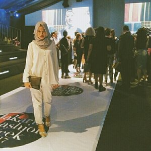 This is the second time I come to famous fashion events in Indonesia every year, Jakarta Fashion Week. This pict was taken at Jakarta Fashion Week 2017 . I always joined Jakarta Fashion Week after I became a student majoring in Fashion Design, and I'm so proud. #clozette #clozetteid
