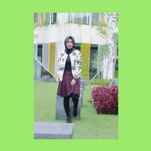 "Ketika oranglain berbicara tentangmu dan menilai seakan mereka mengetahui segalanya, Abaikan Saja!  Cukup ingat ""seekor anjing tidak akan menggonggong orang lewat jika dia mengenali orang tersebut"" . 📷 @bayusaputra30_ . . #hijabinframe_id #hootdduahijab #duahijabtrans7 #model #hijab #ootd #hijaberootd #hijabootdindo #hijabstyleindonesia #hijabfashion #hijabfeature_2017 #hijaberkece #hijabindokece #hijabdaily #diaryhijaber #hijabinspired #like4like  #photooftheday #ladyinframe #hijaberjakarta #hijaberbogor #vsco #vscocam #morning #friday #batikday #indonesia #ClozetteID #BrandOutletID"