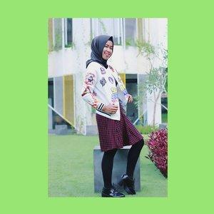 Because of your smile, you make life more beautiful 😊 . . 📷 @bayusaputra30_ . . #hijabinframe_id #womenmagz #womeninframe #womenfuture #womeninlens #hootdduahijab #duahijabtrans7 . . #model #photoshoot #hijab #ootd #hijabootdindo #hijabstyleindonesia #hijabfashion #hijabfeature_2017 #hijaberkece #hijabindokece  #diaryhijaber #hijabinspired #like4like  #makeportraits #photooftheday #ladyinframe #hijaberjakarta #hijaberbogor #ootdholic #clozetteid #brandoutletid