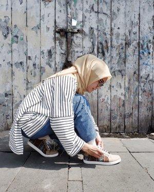 Bentar.. tali sepatu lepas.. benerin dulu 🤣Siapa yang sering ngalamin hal yang sama🖐🏻...#ellynurul #hijab #clozetteid