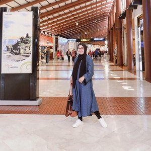 Wherever you go, no matter what the weather, always bring your own sunshine. -Anthony J. D'Angelo-..#ellynurul #ootdellynurul #hijab #hijabstyle #ootdhijab #clozetteid #ootd #ootdhijab #airportoutfit #love #smile #styleinspirations #hijab