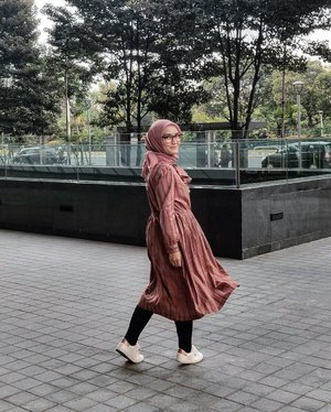 "What is ""important"" in a dress is the ""woman"" who is wearing it - Yves Saint Laurent ..📷 @akuchichie ..#ellynurul #ootdellynurul #hijabootd #hijabstyleinspiration #clozetteid #hijab #hijabstyle #hijabfashion #ootdfashion #lifestyleblogger"