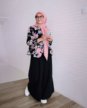 Don't love too soon.Don't trust too fast.Don't quit too early.Don't expect too high.Don't talk too much...Good morning and have a blessed friday everyone 💕💕💕..#ellynurul#ootdellynurul #hijabstyle #styleinspiration #clozetteid #hijabfashion #hijab
