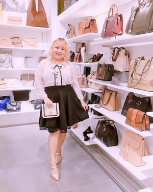 Having so much fun at @lesfemmes.id Grand Opening Store at Blok M Plaza 💞 I'm wearing New Collection Shoes and Bag from @lesfemmes.id  #BajuHalalIcel  #BodyPlusIcel