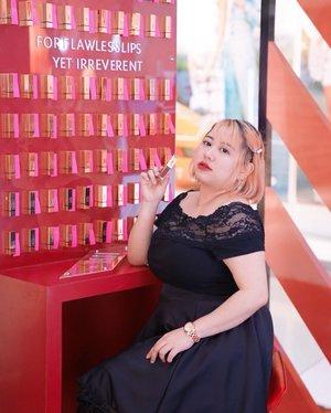 Yuk main ke Pop Up Booth nya #YSLBeautyID di @grandindo ! ❤️❤️Karna disana lagi ada koleksi terbaru nya Endanger Me Red yang super bagus banget warnanya 😍😍Gak lupa juga banyak promo-promo menarik pastinya, so buruan kesini karna besok hari terakhir!!Thank you so much @indobeautysquad & mas @anggarahman 🥰Taken by @motomulu #endangermered#yslbeauty#yslbeautyid#IBSxYSL