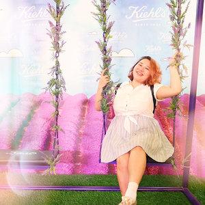 Happy place = happy child 🌸✨ Jadi kemarenan aku main di #KhielsNaturePlayground yang ada di @grandindo East Mall Disini kalian bisa main & foto2 cantik disini, gak cuma itu loh! Kalo kalian ikutin games nya kalian bisa dapetin banyak sampel & travel size dari @kiehlsid 💖💖 Buruan kesana!! Karna playground ini cuma ada sampe tanggal 2 September aja 👯 #TryKiehls #KiehlsID