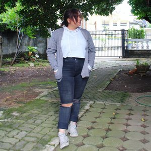 내게 와줄래 우리 함께 나눌 꿈 ❤ #ANJANIDEE  #ClozetteID #ootdasean #ootdindo #ootd #lookbook #lookbookindonesia #fashion #fashionstyleindo #fashionblogger #chictopiastyle #blogger #wiwhotlook #wiwfb #wiwt #whatiwore #streetstyle #looksootd #plussize #plusfashion #plussizeindo #psblogger #bodypositive #effyourbeautystandards #ootdbigsize #plussizefashionista