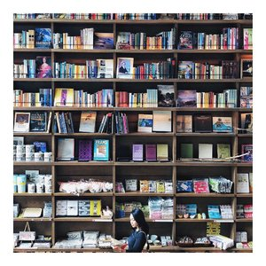 In my element 📖••#darlingplaces #babeswhottavel #dametraveler #wearetravelgirls #babeswhowander #globelletravels  #exploretocreate #borntoroam #shotoniphonex #iphoneonly #shetravelz #ladiesgoneglobal #travelandlife #travelbug #kiyomizudera #traveldiaries #inspiringwanderers #clozetteid #justgoshoot #visualtraveller #bookworm #bookheaven #exploreosaka #explorejapan