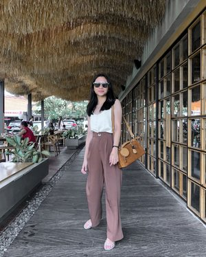 I'm not sure how long since I look as relaxed and care-free as I did in this picture #ScrewYouCorona⁠ -⁠ -⁠ -⁠ #TheJackieOfAllTradesBlog #bloggerindo #minimalismindonesia #gramslayers #shotzdelight #moodygrams #ootd #stylediary #pursuemepretty #clozetteid #lifestyleblogger #bloggervibes #liveunscripted #visualcrush #theeverygirl #lookoftheday #stylestalker #asianootd #pursuepretty #ggrepstyle