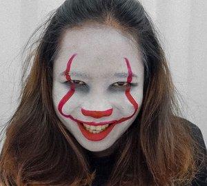 HALLAWEEN AWL EP.2✨ Baru kali ini takut sama muka sendiri🙃 tahun 2019 ini aku sebenernya mau bikin trilogi CLOWN. Cuma baru sempet bikin dua. Look kedua yang aku buat tentunya terinspirasi dar film IT dengan toh fenomenalnya, Pennywise. ⠀⠀ Ini cuma pake face paint sama lippen merah 👍🏼 ⠀⠀ Sekalian deh look ini aku dedikasikan untuk ikutan Movie Character Halloween Makeup-nya @cchannel_id @cchannel_beauty_id @mizzucosmetics ⠀⠀ #CChallengeHalloween2019 #cchannelfellas #cchannelbeautyid .  #ClozetteID #beauty #skincare #makeup #beautybloggerindonesia #indobeautysquad #beautybloggerceriaid #beautiesquad #indobeautygram #beautyblogger #ipreview via @preview.app