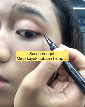Makeup di MRT?Ternyata malu banget kak🙂 ga cukup makeup full dari Stasiun Blok M ke HI pula, jadi harus dilaniutin sambil jalan keluar stasiun🙄 tapi untuk ukuran mekup pake satu tangan, banyak gerak, dan waktu terbatas, makeup aku bagus si(?) jaaaaa sok iye wkwkKira-kira, bikin video makeup di mana lagi ya guys? Minta sarannya🥰🙆🏼♀️ Produk dalam video:@raikubeauty face mist@somethincofficial copy paste breathable cushion COCO@eminacosmetics cheek lit violet@altheakorea x BCL eyeshadow palette@rollover.reaction Glittery eye tint MATA@gobancosmetics ultra waterproof eyeliner@essence_cosmetics get big lashes mascara@esqacosmetics liquid matt coco red#raikufacemist #somethinccushion #cushionsomethinc #eminacheeklit #eminacheeklitcreamblush #rolloverreactioneyetintglazed #essencemascara #esqaliquidlipstick #gobaneyeliner  #ClozetteID #beauty #skincare #makeup #beautybloggerindonesia #indobeautysquad #beautybloggerceriaid #beautiesquad #indobeautygram #beautyblogger