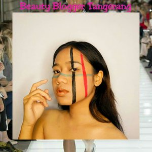 Nah baru liat kan gw makeup aneh bin ajaib gni😂 . By the way, ini hasil collab sama temen2 @beautyblogger.tangerang jadi ala ala runaway makeup look gitu. Tapi yaaaaa🙄 arap maklum wkwk . @beautyblogger.tangerang #bbtmonthlycollab #bbtnovembercollab #makeupcollaboration #fashionrunaway #clozetteid #makeup