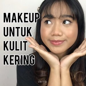 !!SOUND ON!! Makeup untuk Kulit Kering✅  Bagi klen yg kulitnya kering atau normal dan sukak meap yang becyek basah, kinclong, glowing, mantul, apalah itu namanya ya. Sok diamati, pokoknya mah pastiin kulit lembab. Kalo kulit kering copel-copel, nanti meap mu crack:(  @clinelleid thermal spring water @watsonsindo Natural by Watson Pawpaw @pixycosmetics Make It Glow Cushion 02 @getthelookid infallable ful cover concealer @rollover.reaction blusher CHAI @rollover.reaction GLAZED eyeshadow  @getthelookid lash paradise  #makeupforbeginner #makeupfordryskin #glowingskin #glowingmakeup #dewymakeup #clozetteid #beauty #makeuptutorial #makeup #tiktokmakeup #tiktokchallenge #tiktokcheck #wakeupandmakeup #makeupvideos #naturalmakeup
