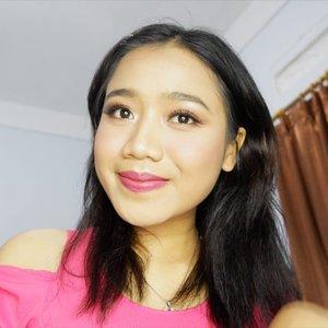 Phiuw~ Sebenarnya foundationnya yang dipakai di sini, aku suka banget. Tapi warnanya ga cocok. Tonenya pink gtu, kan bete. Can you guess ini brand apa? . Hint: lokal, brand besar, affordable . #clozetteid #makeup #beuaty #motd