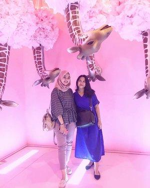 Hari ini jadi semanis Good Day Momen Now ☕❤ Kaya iklan Good Day kan yak?  Kembarannya Maudy Ayunda plus Chelsea Islan ini tuh 🤭 • • #clozetteID #Siltaliburan #fashionhijab #fashion #fashionable #fashionkorea #fashionblogger  #ootdhijab #OOTD #hijapstyle #hijapstyle #inspirasiootdberhijab #dailyhijabootd #MauGayaItuGampang #lifestyle