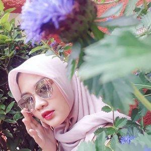 Hey mate, I'm waiting at home huh 🤭❤••#clozetteID #Siltaliburan #fashionhijab #fashion #fashionable #fashionkorea #fashionblogger  #ootdhijab #OOTD #hijapstyle #hijapstyle #inspirasiootdberhijab #dailyhijabootd #MauGayaItuGampang #lifestyle