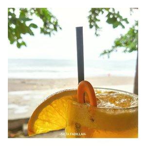 Orange juice on the beach 🍹#clozetteID