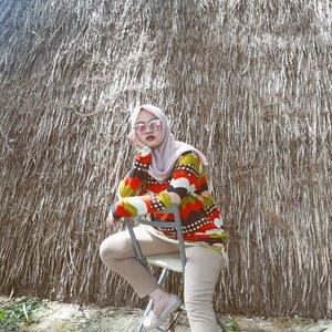 Mencoba untuk bergaya songong lagi, dan masih pantes ternyata 😂🤣Gaya andalan kalian gimana sih?••#clozetteID #Siltaliburan #fashionhijab #fashion #fashionable #fashionkorea #fashionblogger  #ootdhijab #OOTD #hijapstyle #hijapstyle #inspirasiootdberhijab #dailyhijabootd #MauGayaItuGampang #lifestyle
