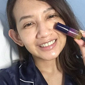 My kind of early morning selfie with bare face. I now I don't usually post my morning bare face, but this time I wanna share the results after my first week using @loccitane_id Immortelle Overnight Reset Serum. This pre-serum has caught my eyes since their first launched because of the golden bubble inside. It claims to help in repairing and regenerating our skin at night after the impact of fatigue and stress during the days. This serum completed with trio powerful active : - Acmella Oleacera : nature's alternative to botox. It helps to smoothen the skin and reduce the appearance of wrinkles. - Marjoram : helps to stimulate the genetic mechanism of the skin and skin recovery at night. - Essential Oil Immortelle : the famous oil for its anti-aging benefits. It works more powerful as an antioxidant and stimulates our skin to look firmer and younger. It has lightweight water gel texture and loving the satin finish looks. This serum is more effective to be used at night. Since, it's pre-serum, I use it after toner and before my night serum as the directions. I do enjoy added this serum into my night routine. I've noticed my skin has more healthy-looking with the natural glow come within. I will keep use it and can't wait to see the results after 28 days. #loccitaneid #loveloccitaneid #myresetmoments