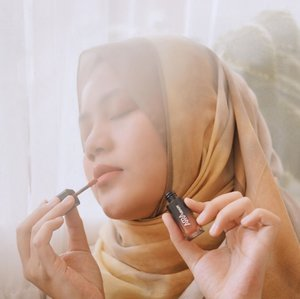 SOKA & BUNGO adalah 2 Shade terbaru yang melengkapi koleksi Lip Matte dari @arra_beauty ..#clozetteid #clozetteambassador #clozetteidreview #clozetteidxarrabeauty #sbybeautyblogger  #bloggerindonesia #indobeautysquad  #influencer #beautyinfluencer #surabayainfluencer #surabayablogger #influencersurabaya  #indonesianbeautyblogger  #bloggerid #bblogger #bbloggerid #훈녀 #훈남 #팔로우 #선팔 #맛팔 #좋아요 #셀카#셀피 #셀스타그램 #얼스타그램 #일상