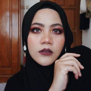 Maunya buat vampie look.. tapi males buat fangsnya.. yaudin begini ajaaahhlaahhh~ yang penting bring out the boo 👻👻 . . #clozetteid #hijabers #hijabfashion #sbybeautyblogger #coactation #sbbreview #sbbxpac #influencersurabaya #influencer #beautyblogger #beautybloggerid #훈녀 #훈남 #팔로우 #선팔 #맛팔 #좋아요 #셀카 #셀피 #셀스타그램 #얼스타그램 #일상 #일상그램 #데일리룩 #주말 #훈녀 #훈남 # #halloweenmakeup #happyhalloween #halloween #bringouttheboo #vampiremakeup